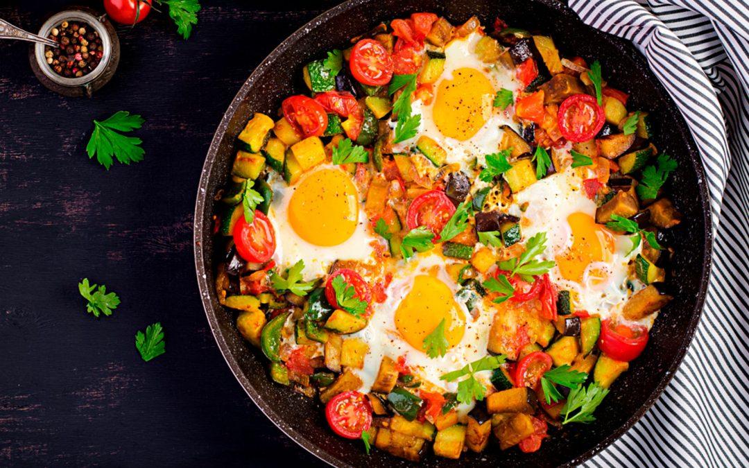 Comidas saludables y rápidas: Huevos con tomate